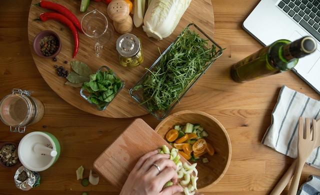 Hasil gambar untuk belajar masak dengan buku resep makanan