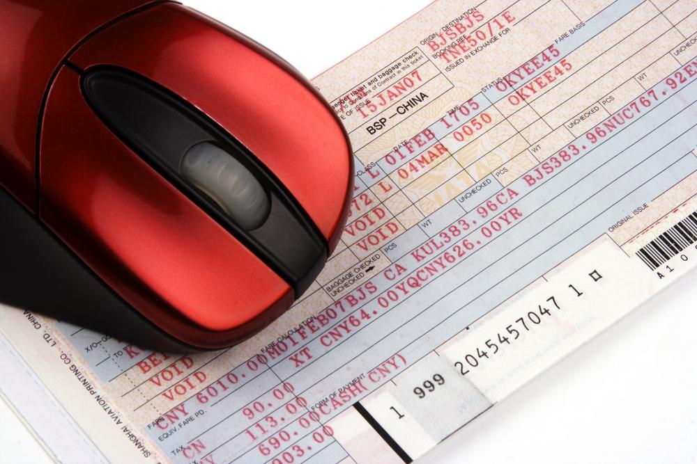 Survei JakPat tentang pembelian tiket online di Indonesia / Shutterstock