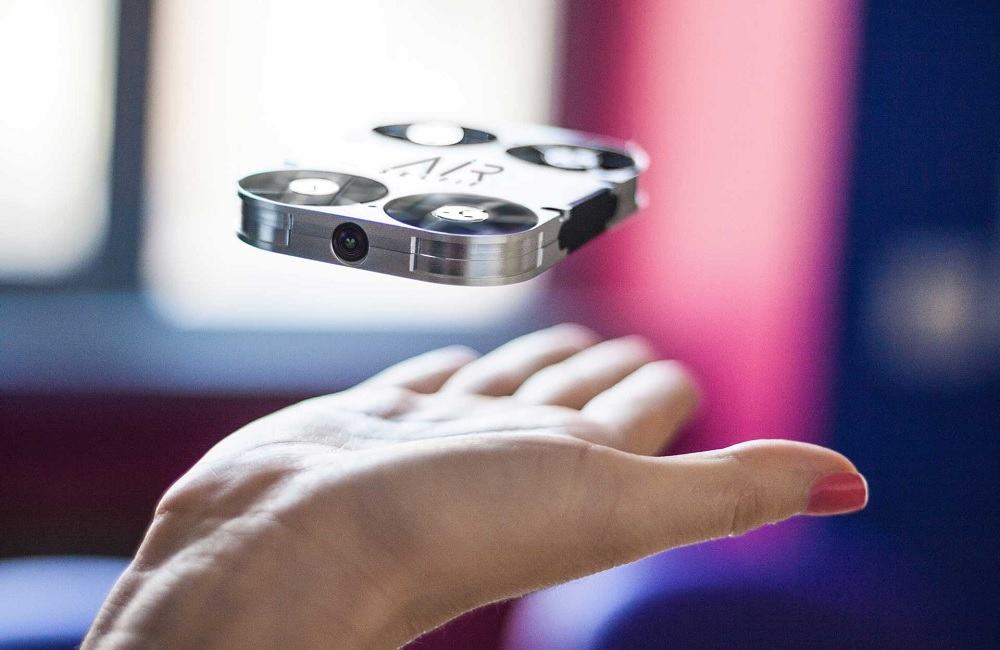 The AirSelfie is encased with an aluminium-based shell casing that is said to bear a subtle light-weight base while providing adequate protection to the drone from outside interference / AirSelfie