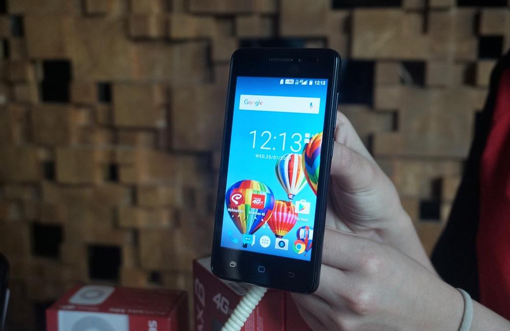 """Andromax B2 adalah salah satu smartphone Smartfren yang menggunakan platform Android. Kini pengguna Smartfren bisa bertransaksi di Google Play menggunakan skema """"carrier billing"""" / DailySocial"""