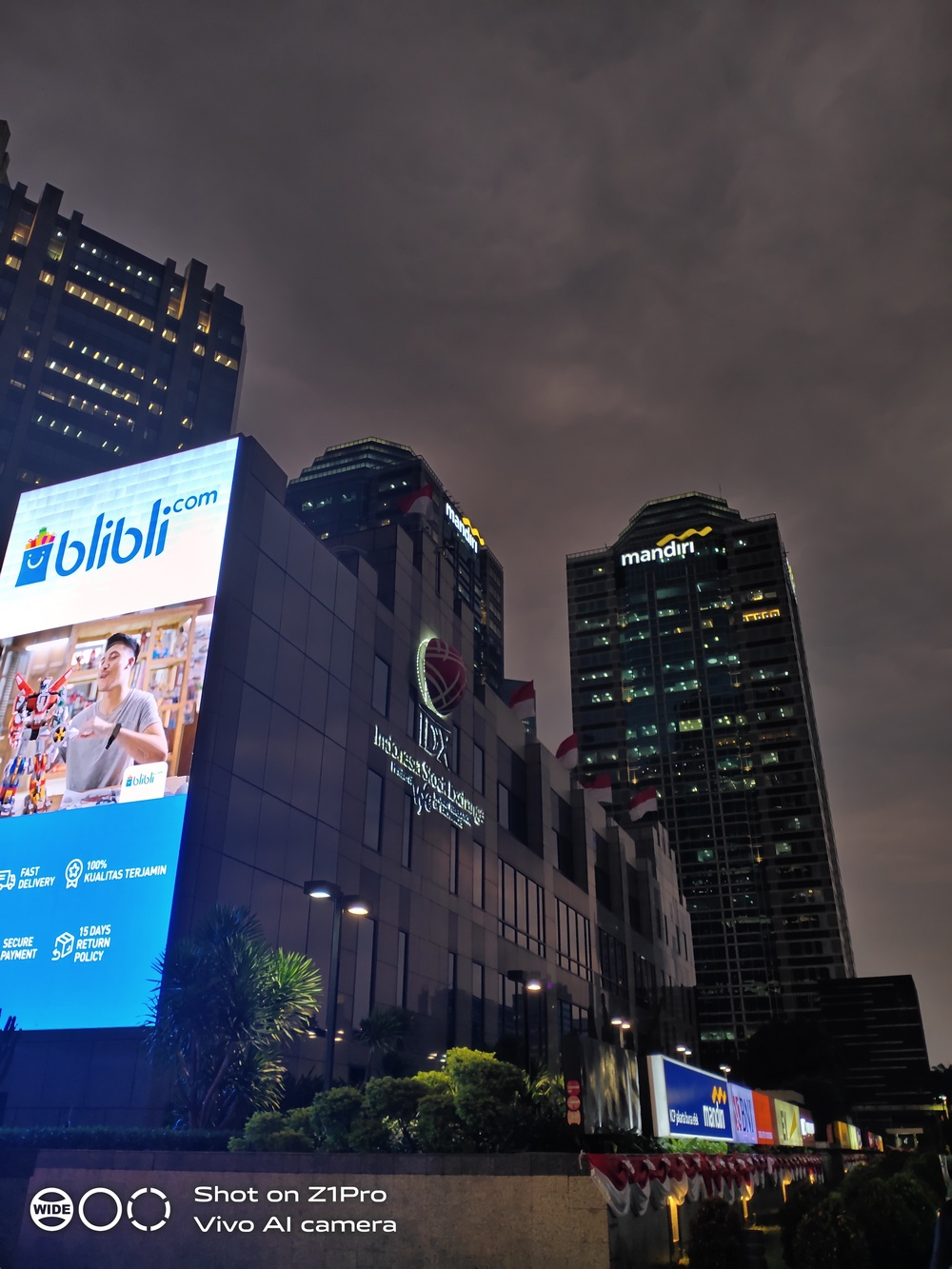 Vivo Z1 Pro - Hasil Kamera Night 02