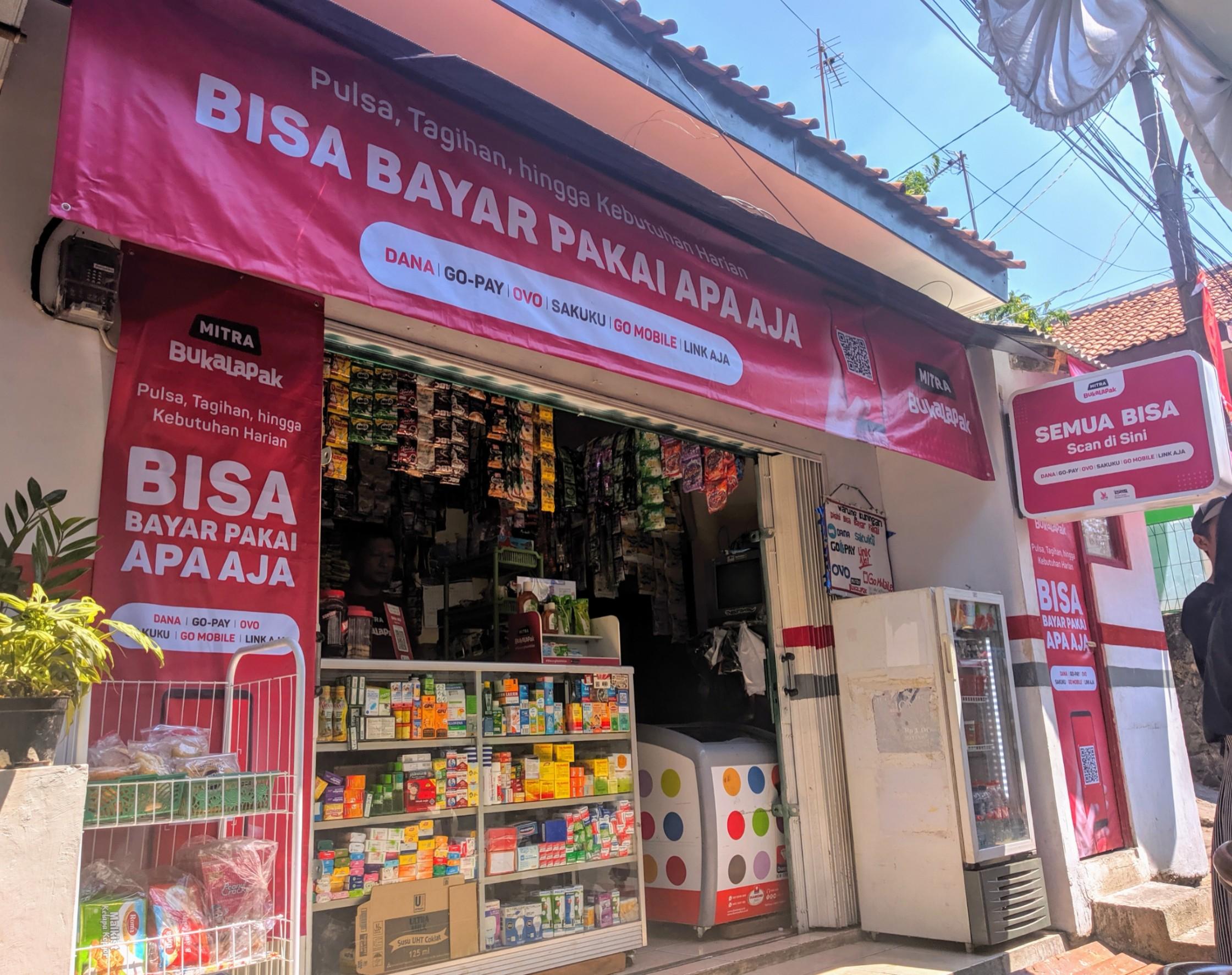 Warung kelontong Mitra Bukalapak yang telah bergabung dengan QRIS / DailySocial